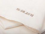 Das Maßhemd mit dem Datum vom Hochzeitstag als Monogramm - Bild Fine Cotton GmbH