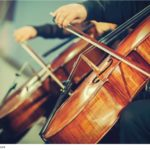 symphony-orchestra-on-stage-hands-playing-cello-deshacam-1