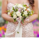 wedding-bouquet-of-roses-in-the-hands-of-the-bride-popovich22-1