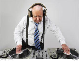 Erfahrener DJ zur Hochzeit - Bild: © dan talson